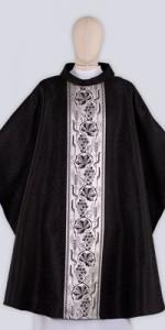 Casullas negras con adorno - Casullas - IndumentariaLiturgica.es